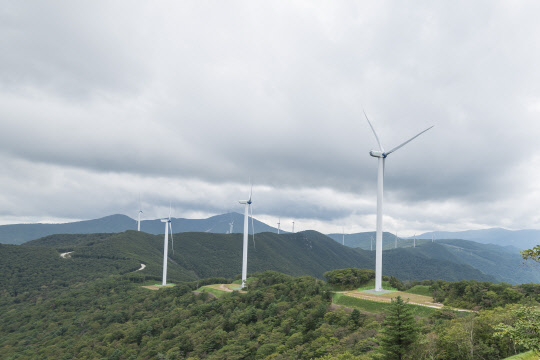 남부발전, 환경과 공존하는 '정암풍력발전단지' 1년...'육상풍력 모범사례'